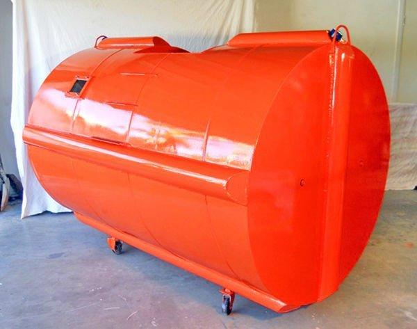 کپسول نجات و پناهگاه سونامی هاوانا: تقریبا بیشتر خانه های موقتی که برای قربانیان حوادث طبیعی ساخته می شوند، مخصوص سطوح صاف و زمین خاکی هستند اما گاهی آسیب دیده ها نیاز دارند روی آب شناور باشند و از این رو، یک طراح کشتی استرالیایی به نام «مت دونکان»، کپسول نجات آب لرزه (سونامی) را طراحی نموده که مناسب زلزله های دریایی است. این کپسول ها کاملا ضد ضربه هستند و به گونه ای طراحی گشته اند که تا 6 تن سنگینی را می توانند به راحتی تحمل کنند. داخل این کپسول دو صندلی بزرگ با کمبرندهای ایمنی قرار دارد که چهار نفر راحت داخل آن جا شده و می توانند از محیطی که زلزله در آن روی داده فرار کنند. شیشه های ضد گلوله نیز کمک می کنند که نور به داخل کپسول وارد شود. در بالای این کپسول نیز فرستنده نوری قرار دارد که به قربانیان اجازه می دهد با استفاده از آن کمک طلب نمایند.