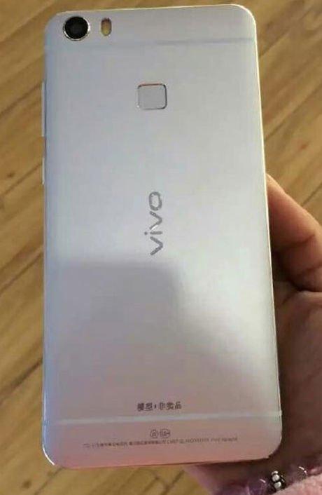 Live-shots-of-the-Vivo-Xplay-5-leak (2)-w600
