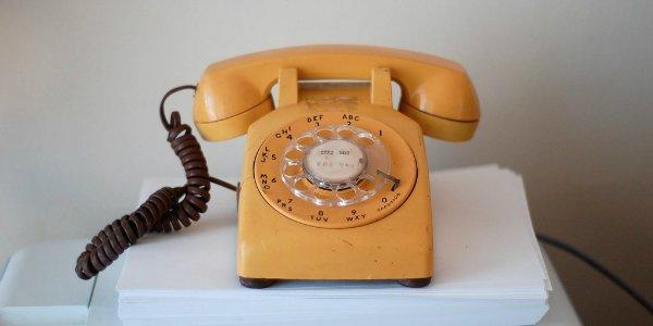 از همان ابتدا، ساندر حافظه خوبی برای به خاطر سپردن اعداد داشت. وی می توانست هر شماره تلفنی که یک بار با آن تماس برقرار کرده را به خاطر سپرده و بعدا دوباره از طریق تلفن به آنها زنگ بزند. وی هنوز هم استعداد و حافظه عالی اش را در جلسات کاری به رخ همکارانش می کشد.