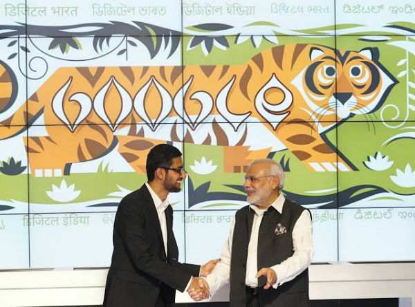 نخستوزیر کنونی هند، آقای «نارندرا مودی» (Narendra Modi) و ساندر پیچای، از طرفداران همدیگر هستند. زمانی که در سال گذشته پیچای به عنوان مدیر عامل گوگل منصوب شد، مودی سمت جدید را از طریق توییتر به وی تبریک گفت.