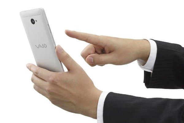 VAIO_Phone_Biz_Silver_hand.0-w600