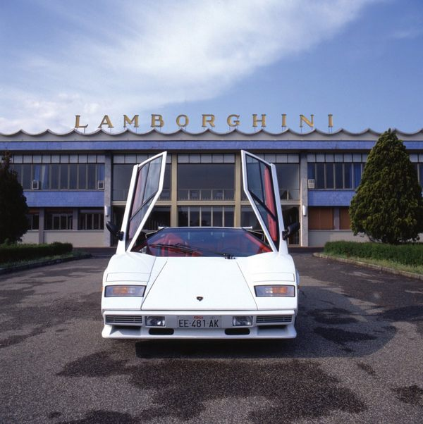 by-the-late-1980s-the-countach-was-beginning-to-show-its-age-and-