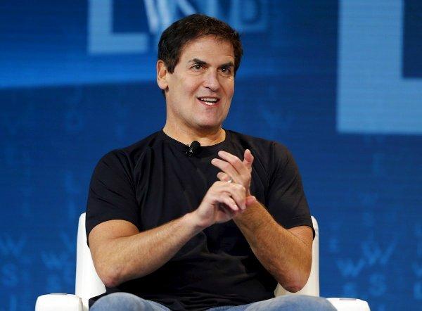 افرادی بسیاری یک شبه میلیونر و میلیاردر شدند. یاهو در سال ۱۹۹۹ با رقمی باورنکردنی معادل ۵.۷ میلیارد دلار، استارتاپ «Broadcast.com» را خرید وMark Cuban، صاحب امتیاز آن را تبدیل به یک میلیاردر کرد.