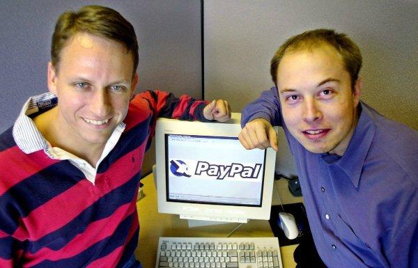 در سال ۲۰۰۲ پیتر تیل و ایلان ماسک هم به لطف فروشPayPal به eBay با مبلغ ۱.۵ میلیارد دلار، ثروتمند شدند.
