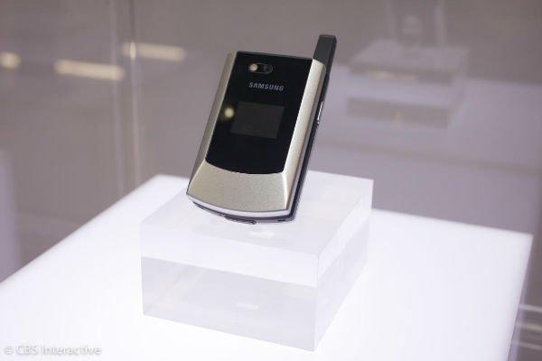 اولین موبایل مجهز به GSM و CDMA - سال 2004: سامسونگ SCH-A790 اسپیکر نداشت اما در عوض می توانستید آن را به صد کشور دنیا با خود ببرید.