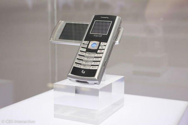 نخستین موبایل ماهواره ای - 2005