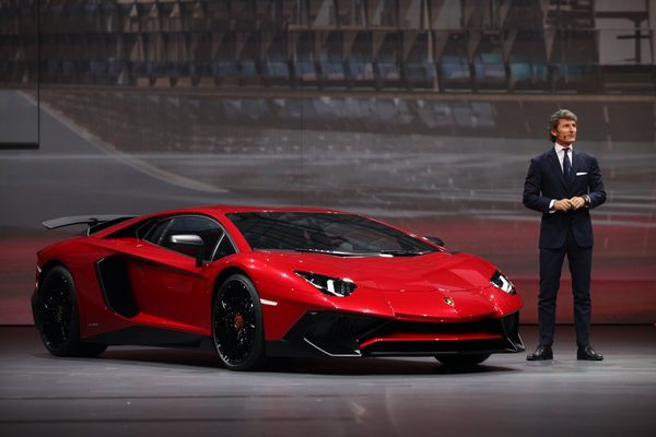 the-12-cylinder-aventador-is-the-first-lamborghini-flagship-to-not-carry-the-bizzarrini-v12