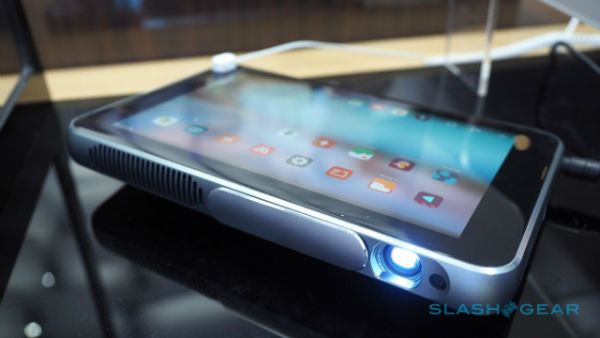 zte-spro-plus-projector-tablet-hands-on-sg-7-1280x720-w600