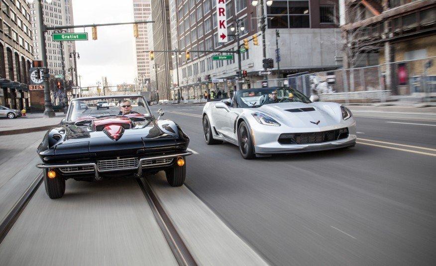 1967-Chevrolet-Corvette-Stingray-427-and-2015-Chevrolet-Corvette-Z06-convertible-103-876x535 (1)