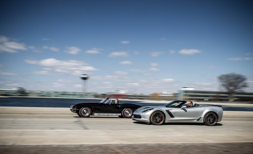 1967-Chevrolet-Corvette-Stingray-427-and-2015-Chevrolet-Corvette-Z06-convertible-108-876x535