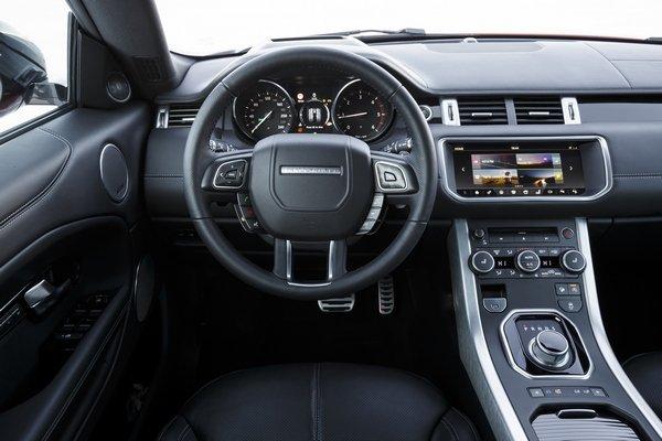 2017-Land-Rover-Range-Rover-Evoque-Convertible-cockpit