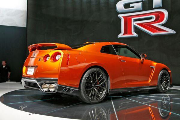 2017-Nissan-GT-R-rear-three-quarter-02-1