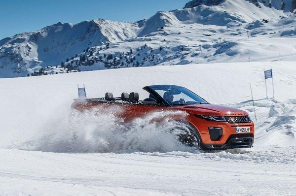 2017-Range-Rover-Evoque-Convertible-front-three-quarter-on-snow-06