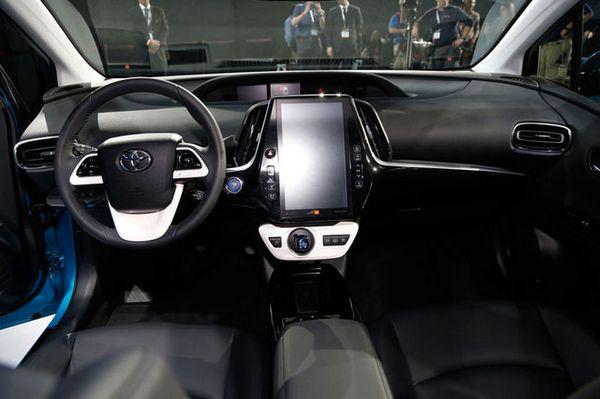 2017-Toyota-Prius-Prime-interior