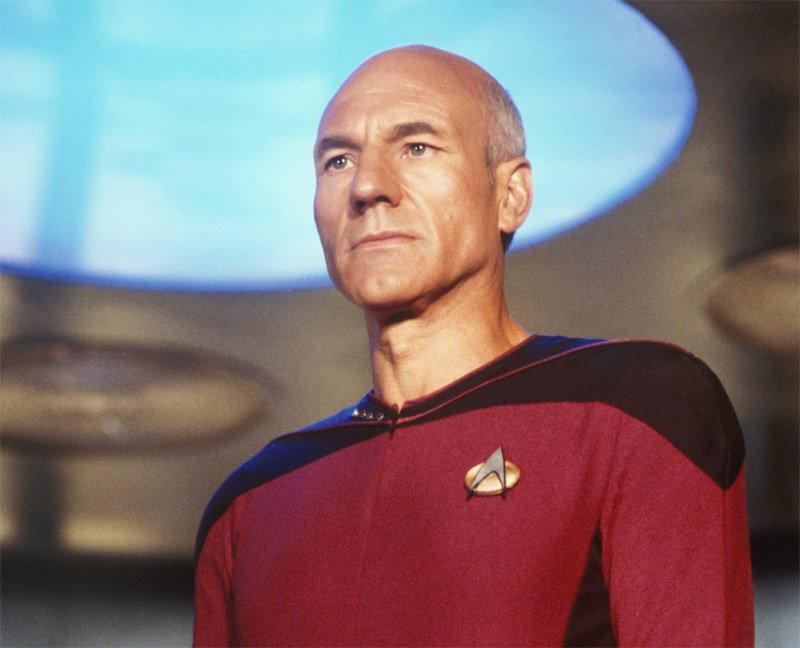 در جوانی عاشق سری فیلم های «Star Trek» شد و حتی خبر می رسد که اکنون هنوز نسخه های تازه این سری را عاشقانه می بیند. در زمانی که قرار بود آمازون تاسیس شود، می خواست نام فروشگاه خود را «MakeItSo.com» (هرطور شده انجامش بده) بگذارد چرا که این یکی از اصطلاحات مورد استفاده از سوی کاپیتانپیکارد (Captain Jean-Luc Picard) در این سری فیلم ها بود.