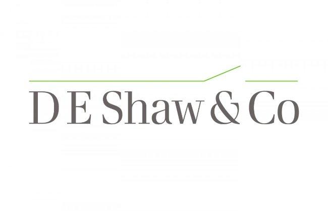 بزوس به جای تاسیس این استارتاپ باHalsey Minor، پیشنهاد همکاری یک شرکت سرمایه گذاری به نام «D. E. Shaw» را پذیرفت. پس از چهار سال کار کردن در این موسسه، تبدیل شد به یک معاون ارشد.