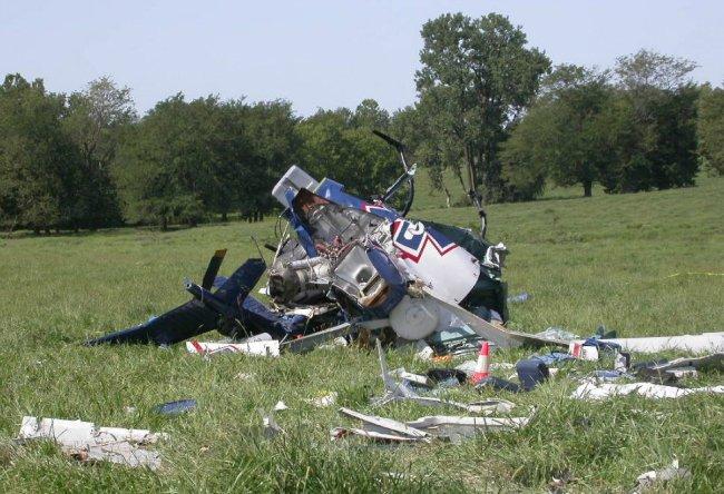 علاقه او به پرواز البته بسیار خطرناک تر بوده. در سال ۲۰۰۳ و در یک صانحه هوایی، فاصله ای اندک با از دست دادن جان خود پیدا کرد چرا که بالگردحامل او با نقص فنی مواجه گشت و به زمین برخورد کرد. (تصویر فوق متعلق به آن صانحه نیست.)