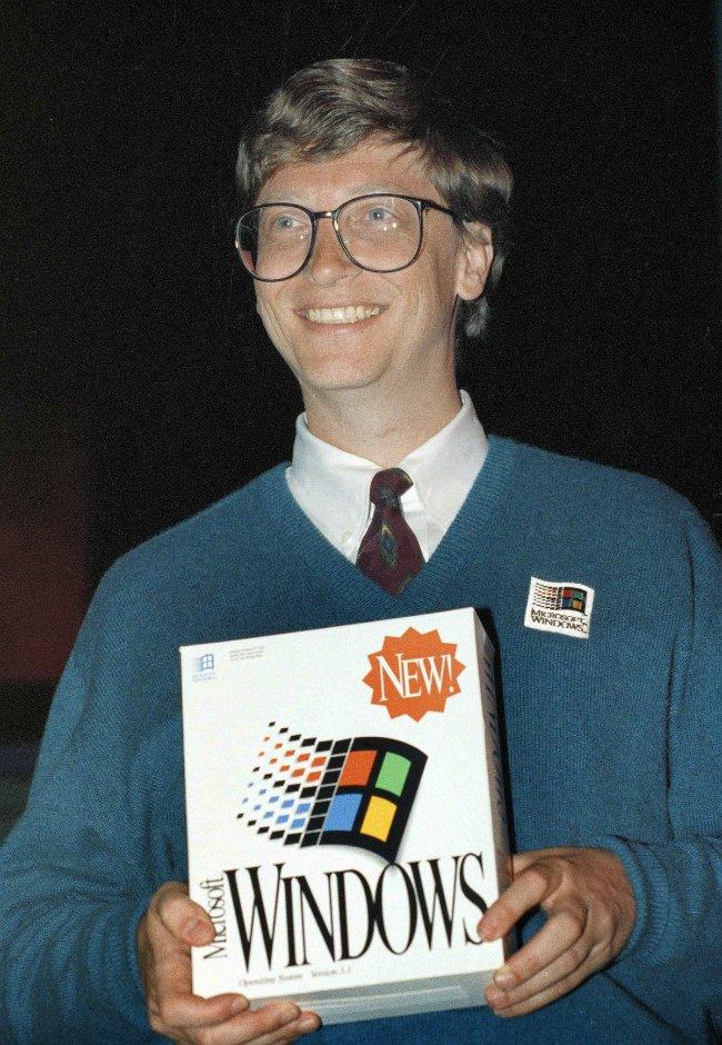 با این حال، ویندوز به طور تمام قد برنده بود. در انتهای دهه ۸۰ میلادی، کاملا مشخص گشته بود که مایکروسافت بدون توقف در حال به پیش رفتن در بازار کامپیوترهای شخصی است.