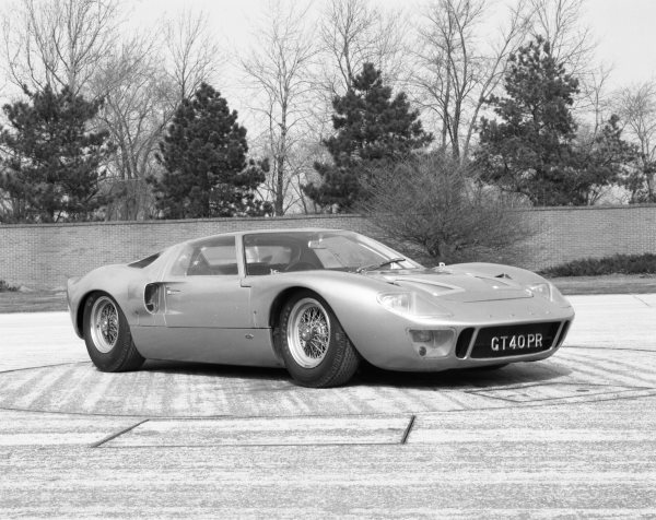 by-1966-fords-challenger-for-ferraris-cars-was-ready-the-legendary-gt40-was-set-to-race-at-le-mans