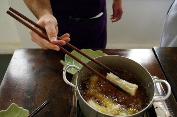 why-chopsticks-are-best-cooking-tool-you-arent-using.w654