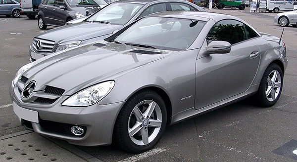 1024px-Mercedes-Benz_R171_front_20080801