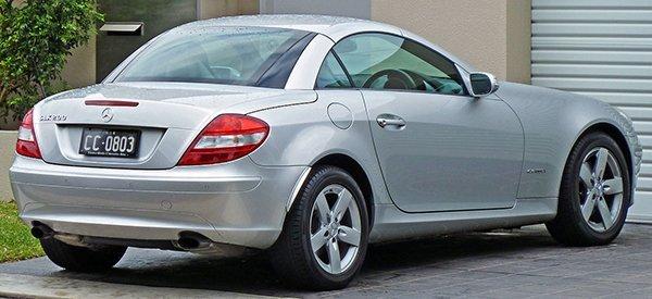 1280px-2004-2008_Mercedes-Benz_SLK_200_Kompressor_(R171)_roadster_01