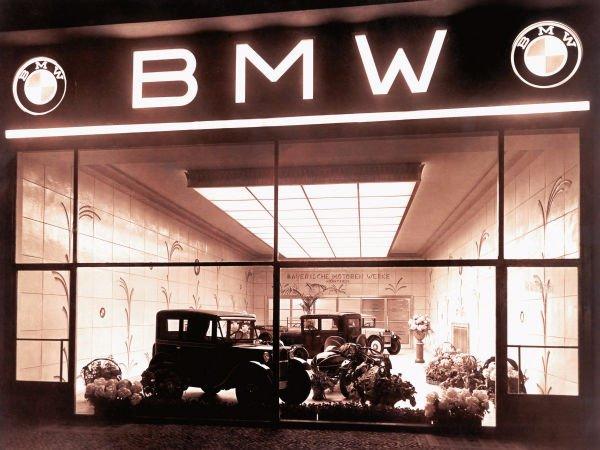 نخستین خودروی این شرکت در سال 1928 میلادی با نام 3/15 به مرحله تولید رسید که در واقع نسخه کپی تحت لیسانس از ماشین بریتانیایی آستن 7 بود.