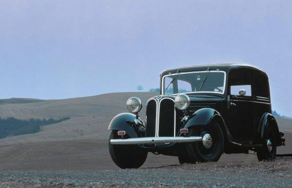 BMW 303 همچنین اهمیتی ویژه برای این شرکت داشت: پنجره مشبک کلیوی شکلی که در قسمت جلویی خودروهای تولیدی این شرکت دیده می شود نیز در اصل از روی همین مدل برداشته شده اند.