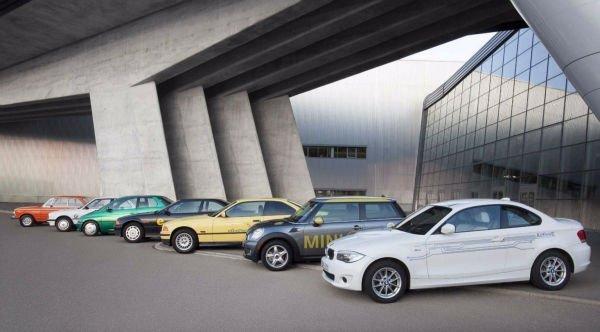 علیرغم آنکه حتی خودروهای سری i این شرکت هم اکنون موفقیت اندکی را تجربه می کنند، BMW مدتهای طولانیست که ایده ساخت خودرویها الکتریکی را در سر دارد.