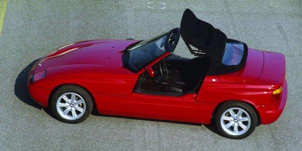 اما سواری BMW Z1 از این پس صرفا به یک دلیل به خاطر آورده می شود: درهای الکترونیکی و کشویی خاصش.