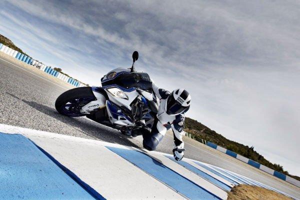 در مورد موتورسیکلت هم باید بگوییم که این برند همچنان مدل های فوق العاده ای نظیر HP4 رامی سازد.