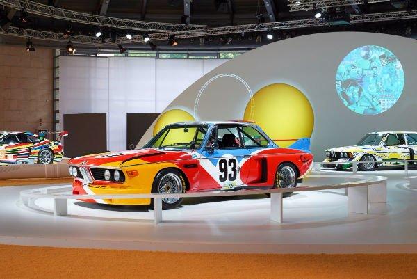 محصول فوق العاده دیگر از BMW مدل 3.0 CSL نام دارد که در واقع یک ماشین مسابقه ایست و عنوان یکی از «خودروهای هنری» مشهور BMW را به خود اختصاص داده چراکه الکساندر کالدر مجسمه ساز مشهور آمریکایی آن را رنگ کرده است.