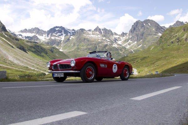 در ادامه این شرکت BMW 507 را معرفی کرد کهیک شکست تجاری بزرگ برای آن محسوب می شد. با بالا رفتن هزینه های تولید این خودرو، BMW مجبور شد که برای جلوگیری از ورشکستگی تولید آن را متوقف نماید و دست آخر هم تنها 252 دستگاه از این ماشین تولید شد.