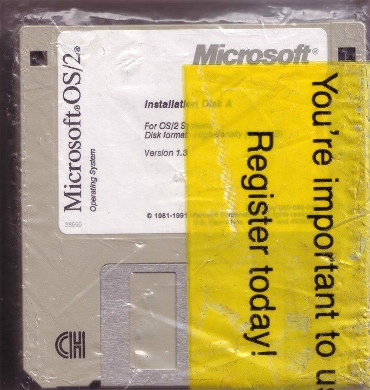 پیش از اینکه ویندوز به یک محصول پرطرفدار تبدیل شود، مایکروسافت با IBM یک همکاری را آغاز کرد تا سیستم عاملی تحت عنوان «OS/2» تولید شود. بیل گیتس در همین رابطه و در سال ۱۹۸۷ گفت: «باور دارم که OS/2 تبدیل به مهم ترین سیستم عامل، و احتمالا محبوبترین نرم افزار تاریخ خواهد شد.»
