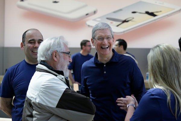 تیم کوک: دست ما برای خرید شرکت های بزرگ و کوچک همیشه باز است