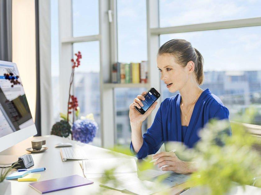 csm_philips-speechair_female-laywer-in-office_3294_rgb_3c33ff9030-840x630-w1000