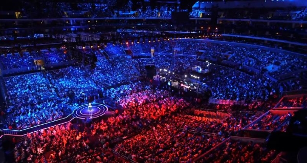league_of_legends_world_championships_staples_crowd_thumb800