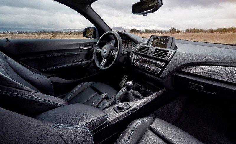 2016-BMW-M2-208-876x535