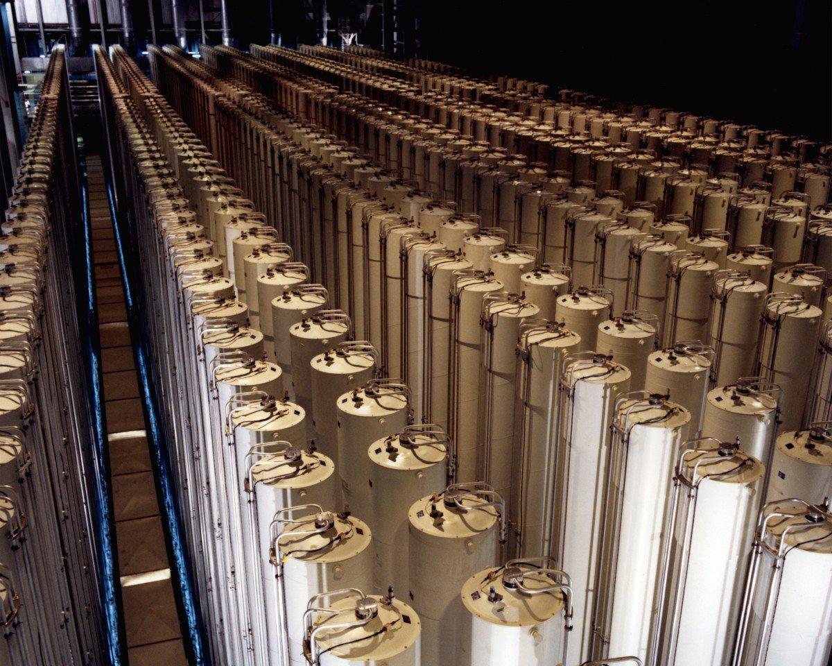 Gas_centrifuge_cascade-1200x960