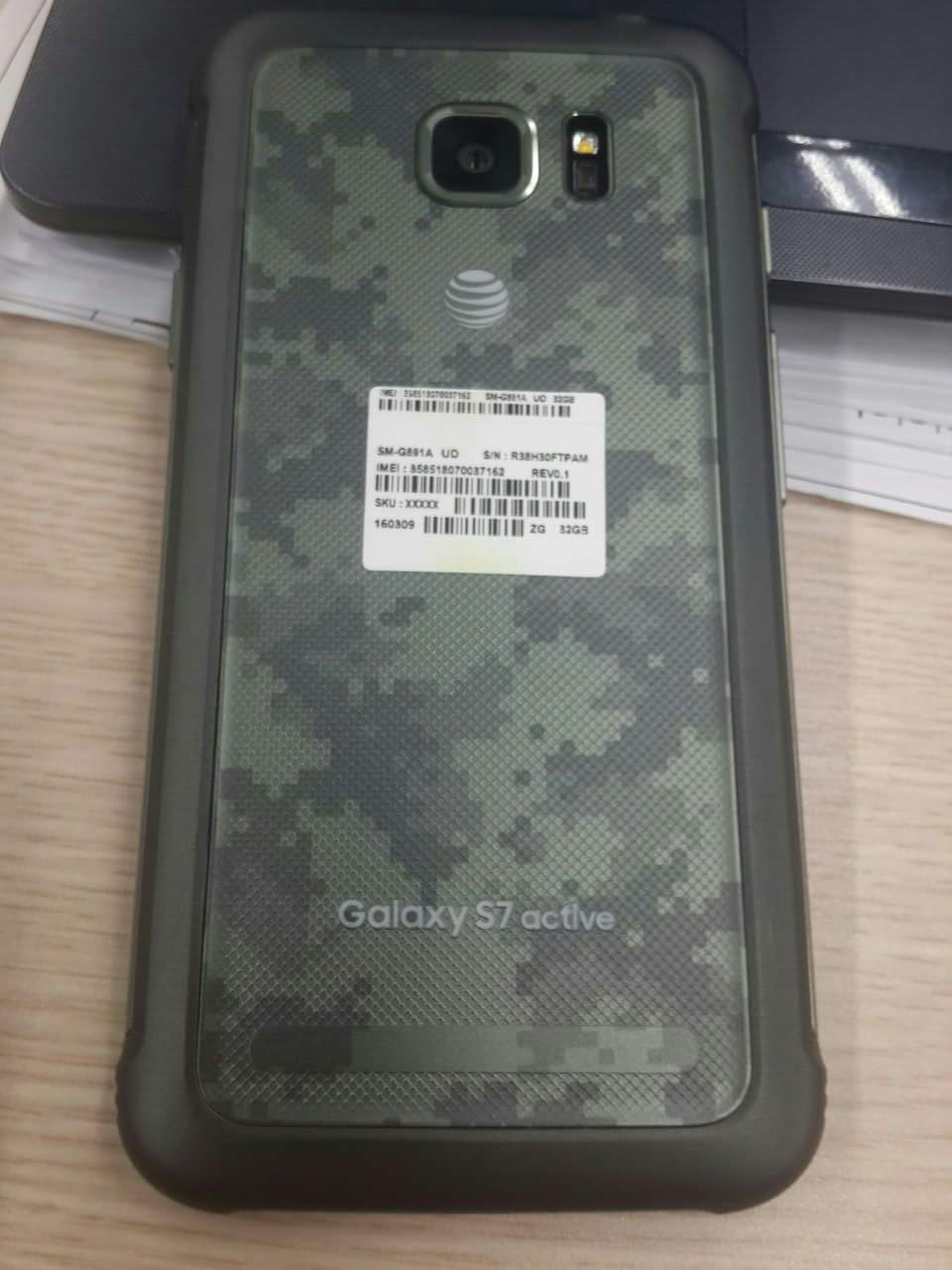 Samsung-Galaxy-S7-Active-leaked-photos (1)
