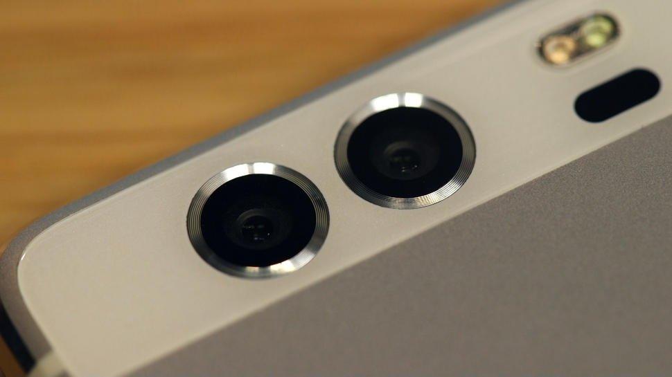 دوربین دوگانه هوآوی P9 که احتمالا نمونه مشابه آن را در آیفون ۷ یا آیفون ۷ پلاس مشاهده خواهیم کرد.