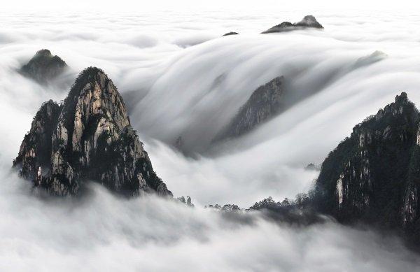 این عکس ساعت 3.0 بامداد در کوه زرد گرفته گرفته شده و خالق آن اعلام کرده که برای گرفتن این تصویر مدت چندین ساعت را در میان باد و بوران و هوای منفی چهار درجه منتظر مانده تا چنین تصویری ایجاد شود.