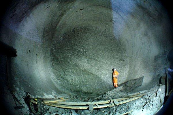 2009_04_07_Faido_Ostroehre_Nord_TM_23_667_Tunnelbrust_mit_Mineur_5.0
