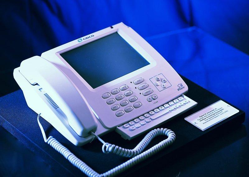 InfoGear-iPhone.-Photo-by-Bob-Ackerman-for-Wikipedia.-w800
