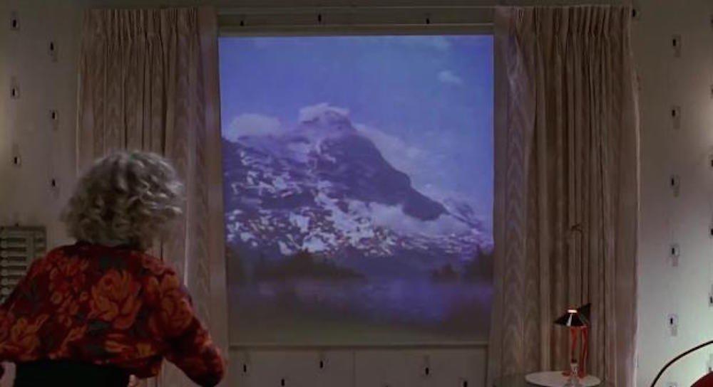در قسمت دوم فیلم سه گانه Back to the Future، اتاق خانه شخصیت مارتی در آینده به پنجره هایی برای پخش تصاویر واقعیت مجازی مجهز شده بودند که تصاویر آن قابل تغییر بودند. در گزارش پیرسون نیز به موردی مشابه اشاره شده و وی می گوید در آینده، ساختمان ها پنجره نداشته و در عوض به نمایشگرهای واقعیت مجازی مجهز می شوند.