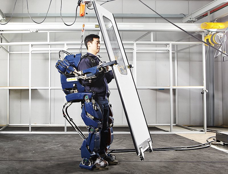 construction-workers-will-wear-exoskeletons-to-carry-heavy-equipment
