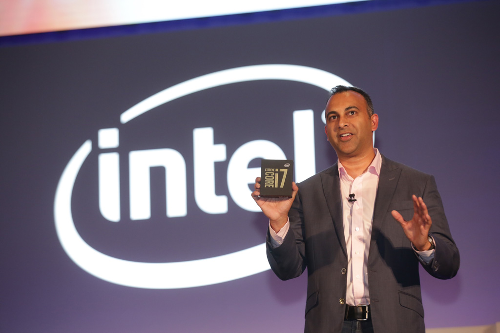 intel-launches-the-worlds-first-10-core-processor-for-gaming-and-vr-spotlight-01