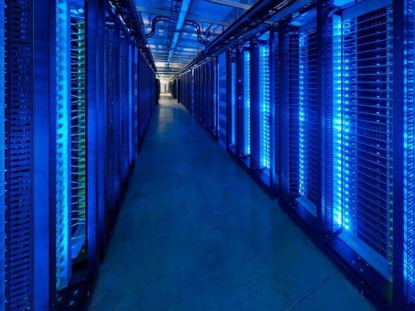 هکرها در اصل به درون شبکه ها نفوذ می کنند و خود را در آنها ماندگار می نمایند؛ منظور از ماندگاری در واقع ارتباطی است که صرفا با آپدیت های نرم افزاری یا بوت کردن کامپیوتر متوقف نمی شود.