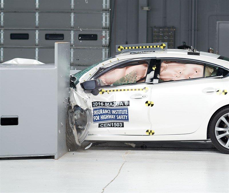 2016-mazda6-crash-test-the-sedan-earns-the-iihs-top-safety-pick-award-video-photo-gallery_1