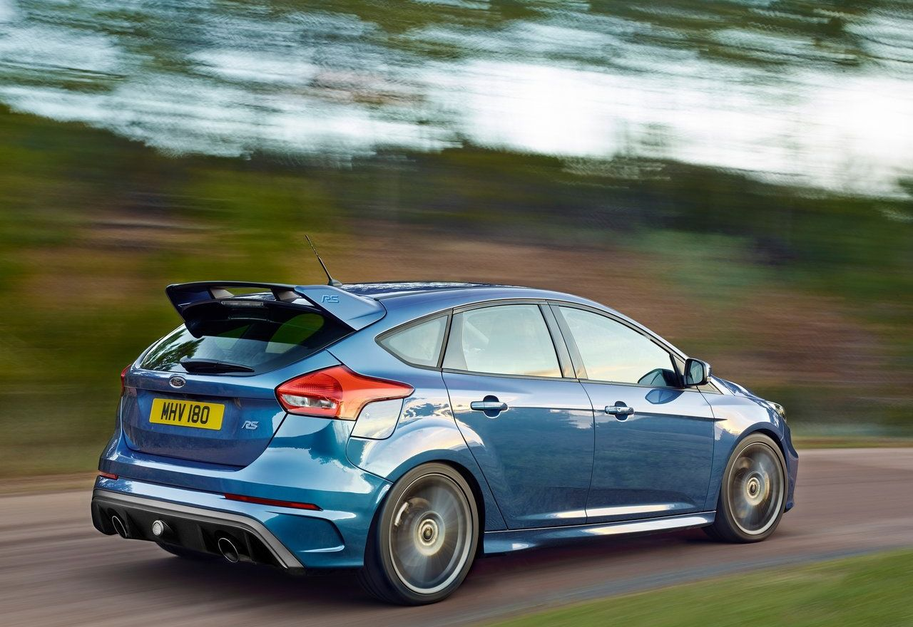 Ford-Focus_RS_2016_1280x960_wallpaper_08